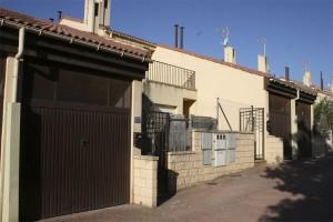 Dos viviendas de Sumtosa salen a subasta