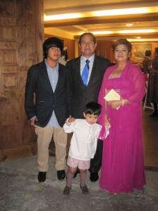 Marina, hermana de la novia con su familia