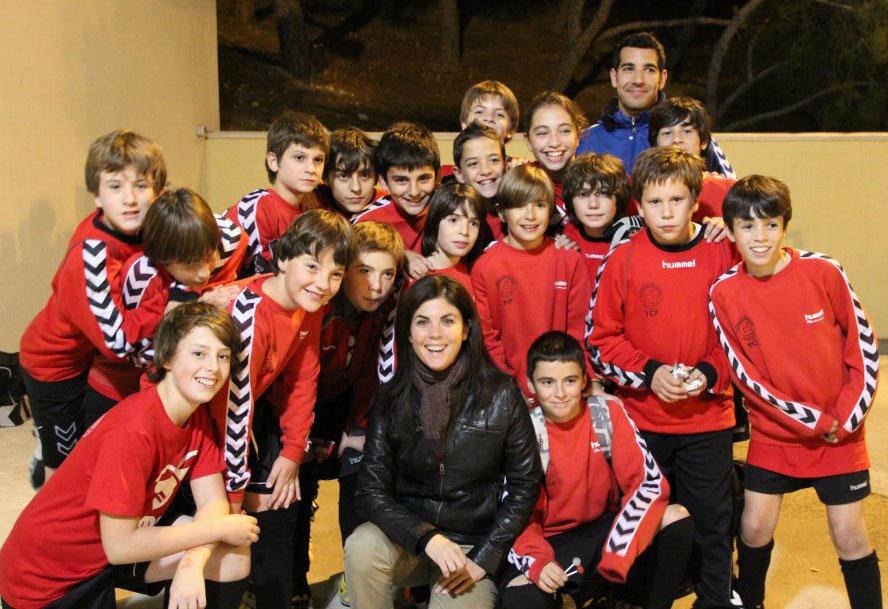 El equipo de Javi en el Torrelodones C.F. con Samanta