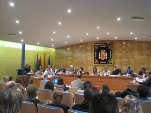 Arturo Martínez Amorós, del PP lee una reseña histórica del Minifútbol para concluír que su partido apoyará la concesión de la Medalla.