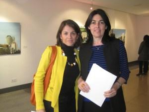La Alcaldesa de Torrelodones, Elena Biurrun y la Concejala de Cultura, Rosa Rivet.