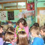 Los alumnos quisieron agasajarla con dibujos, poesías, dedicatorias...
