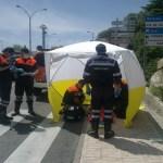 Voluntarios de Protección Civil asisten a un paciente en Torrelodones
