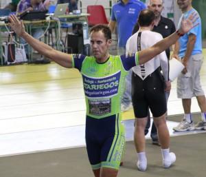 """Fran Vacas y Rubén Ruiz, obtienen el record mundial de """"Hora-dúo"""" en Galapagar (Foto: ALEJANDRO M.B.)"""