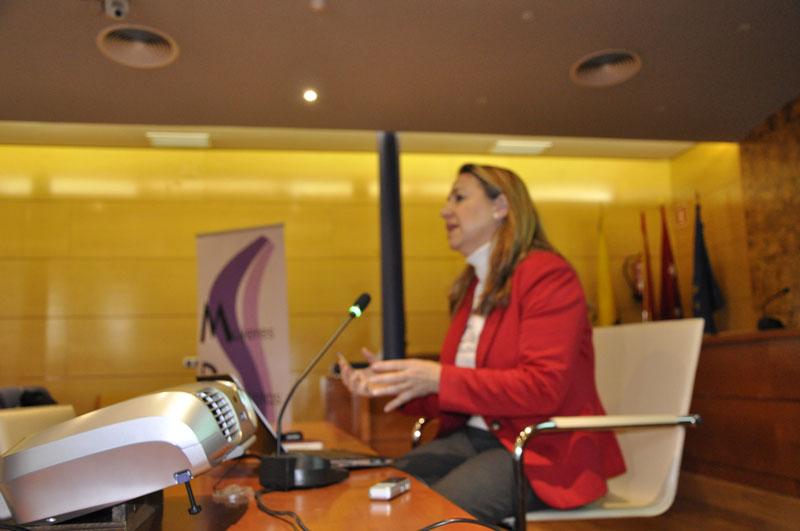 Conferencia de Yolanda Besteiro en el Salón de Plenos del Ayuntamiento de Torrelodones