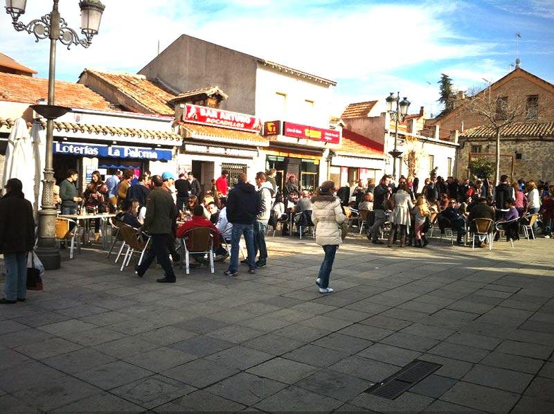 Aperitivo en la Plaza del Ayuntamiento de Torrelodones, el día de Nochebuena