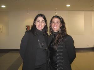 Penélope López y la Concejala de Cultura de Torrelodones en la inauguración de Memoria Oriental Fragmentada