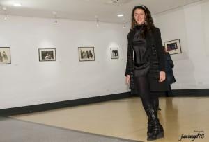Penélope López en su exposición en la Casa de Cultura (Foto: juanangelTC.com)