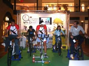 """Carlos Llano pedaleó 12 horas """"non stop"""" en el CC Espacio Torrelodones para los niños de El Congo"""