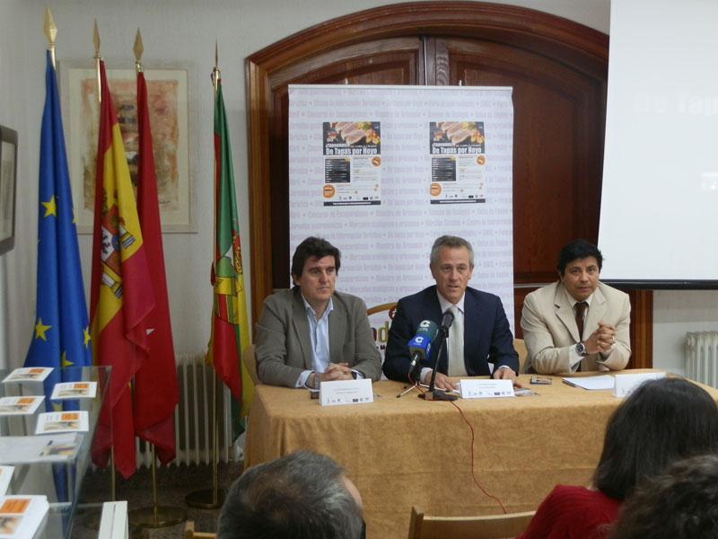 D. José Ramón Regueiras (centro), D. Álvaro González del Castillo (izquierda), D. Juan Núñez (derecha), presentaron a los medios la VII edición del concurso