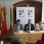 """D. José Ramón Regueiras (centro), D. Álvaro González del Castillo (izquierda), D. Juan Núñez (derecha), presentaron a los medios la VII edición del concurso """"De Tapas por Hoyo"""""""