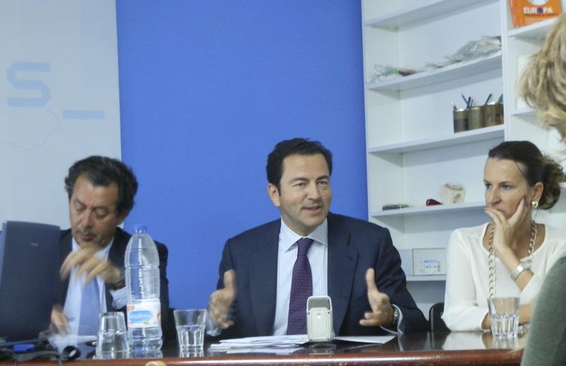 Pablo Cavero, en una visita a la sede del PP de Torrelodones en mayo 2013