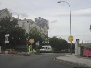 Dirección prohibida desde la rotonda de Mercadona y el Hospital hacia la vía de servicio