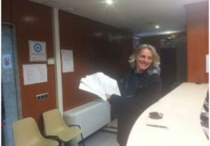 Firmas recogidas por acTÚa se entregan en el Registro del Ayuntamiento