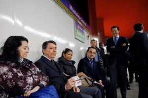 El presidente de la Comunidad, comunica las mejoras los abonos de transporte público durante una visita a Metrosur en Móstoles y Alcorcón