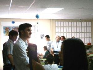 Los docentes y directivos se distribuyeron en aulas de ESO y Bachillerato del San Ignacio para conocer su experiencia