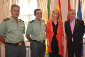 Delegada del Gobierno Cristina Cifuentes, Alcalde de Hoyo de Manzanares Ramón Regueiras y mandos de la Guardia Civil