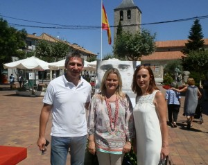 Alicia García y César Rodríguez, de UPyD Galapagar, junto a María del Mar Blanco