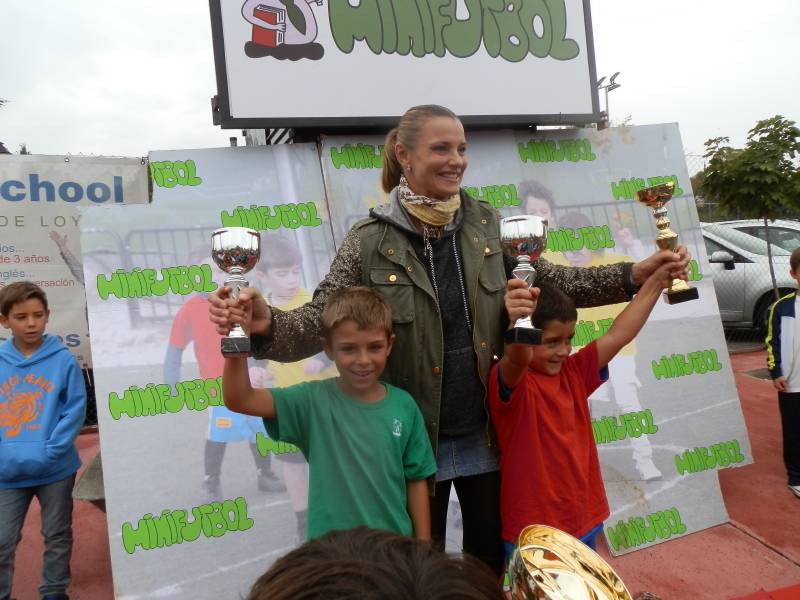 Coral Bistuer entregó los trofeos a los más pequeños del Minifútbol de Torrelodones