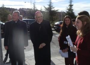 D. Gabriel y el Arzobispo de Madrid, D. Carlos Osoro entrando al Colegio San Ignacio de Torrelodones