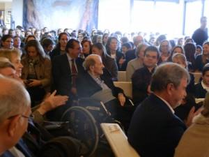 El fundador del Colegio San Ignacio de Loyola, D. José Ramón Fernández-Baldor, muy mayor y en silla de ruedas, recibió un cariñoso homenaje