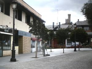 """La tienda """"Mómo"""" y el restaurante """"A Mesa Puesta"""", en la Plaza de la Iglesia de Torrelodones"""