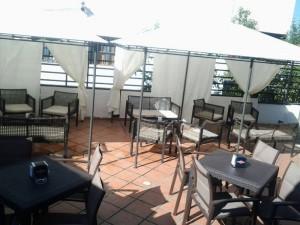Terraza de Naru, donde robaron 10 sillas