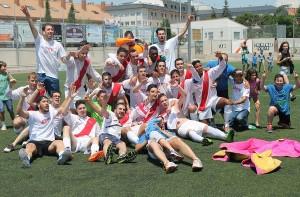 El Colmenar B celebra su ascenso a Preferente (Foto: Daniel Domínguez)