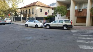 coche-concejal-mal-aparcado-2