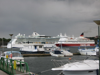 Jewel of the Seas mit Fähren