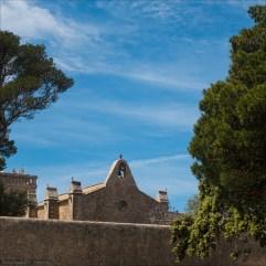 Klostermauern und Giebel