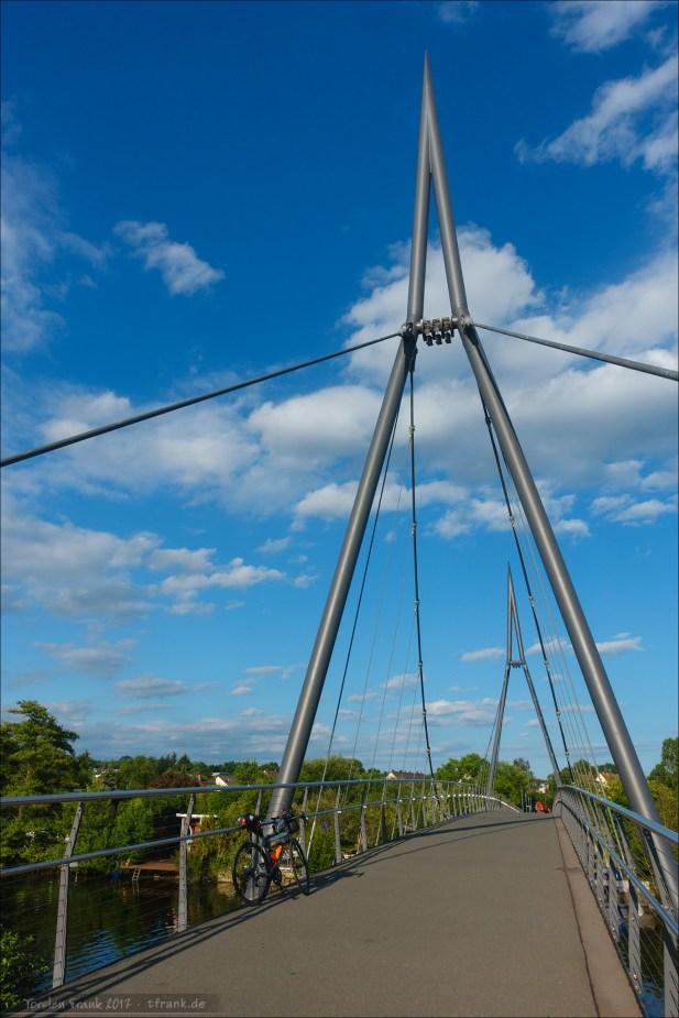 Ein Fußgänger- / Radweg-Steg in Gießen