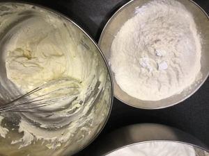 feher_piksota_szivarvany_tortahoz-tejszinnel-recept-tortaiskola-1 (4)
