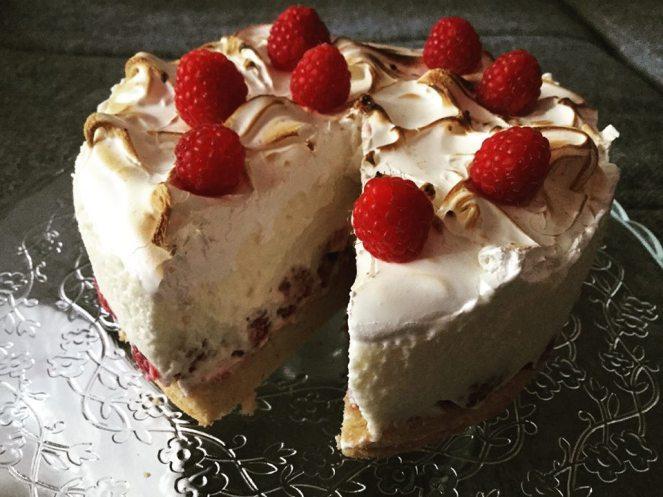 nyari_torta-malnas-tejszinhabos-egetett-feherjehabbal-tortaiskola-1 (1)