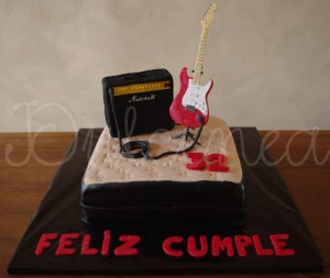 10 tortas decoradas con guitarras (3)