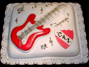 10 tortas decoradas con guitarras (9)