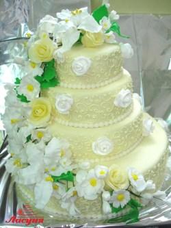 #c250 (10) свадебный торт на 4 яруса с веткой цветов