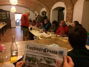 La cena conviviale dei pellegrini della via postumia all'accoglienza corte solidale di berzano di tortona