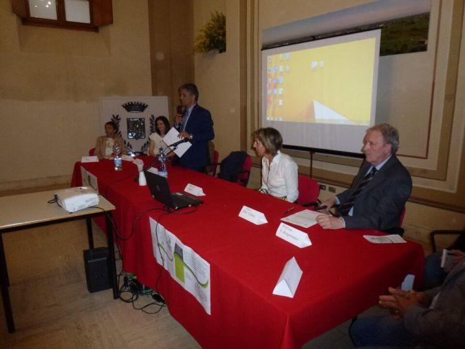 Il Sindaco Giuseppe Chiesa e il Dirigente Scolastico Marzio Rivera in sala consiliare con Silvia Figini