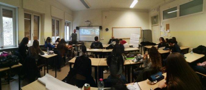 I ragazzi del Liceo Peano durante il laboratorio con Ubi Banca