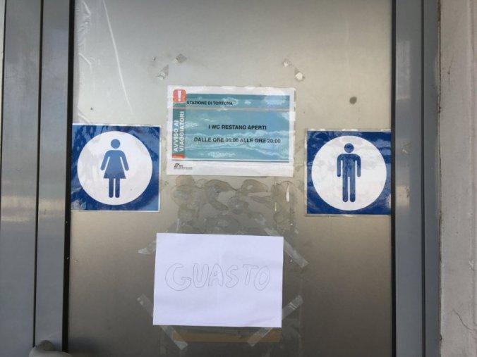 bagni pubblici guasti in stazione a tortona