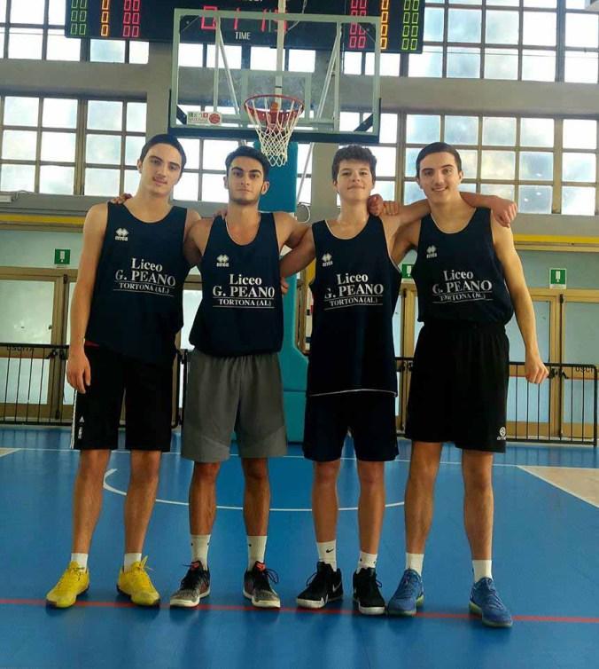 La squadra maschile di Basket del liceo Peano