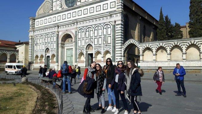 Micol Migliore, Mara Tresca, Greta Fanchiotti, Rebecca Rastelli e Lovepreet Kaur a Firenze