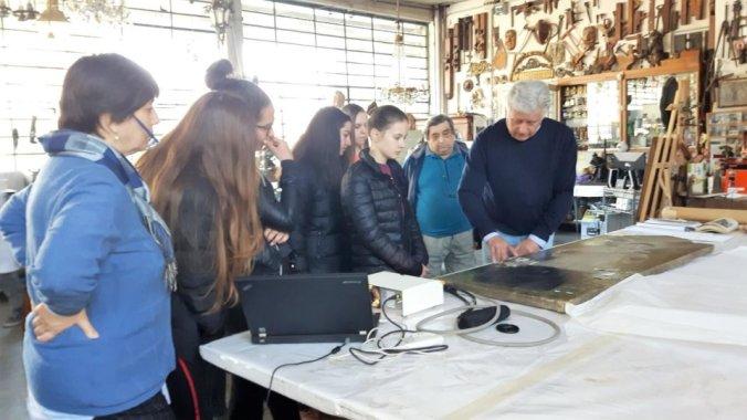Enzo Basiglio al lavoro nell'atelier di Gabbantichità