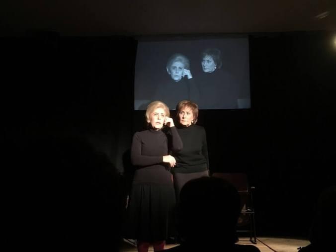 Una scena della commedia Viva la mamma di Davide Sannia