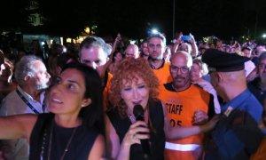 Fiorella Mannoia scende tra il pubblico nel decennale di Arena Derthona