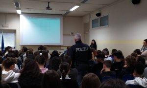 Il biennio del Liceo Peano incontra la Polizia Postale – Non è un fermo, è prevenzione