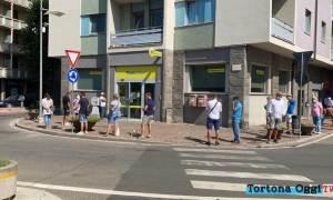Code all'ufficio postale di Tortona, ma possibile che nessuno abbia WhatsApp?