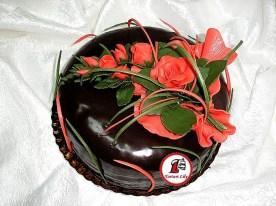 tort ciocolata trandafiri rosii 1.jpg