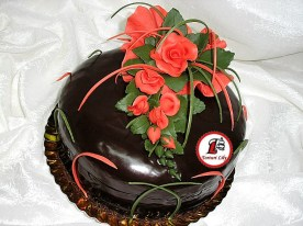 tort ciocolata trandafiri rosii 2.jpg
